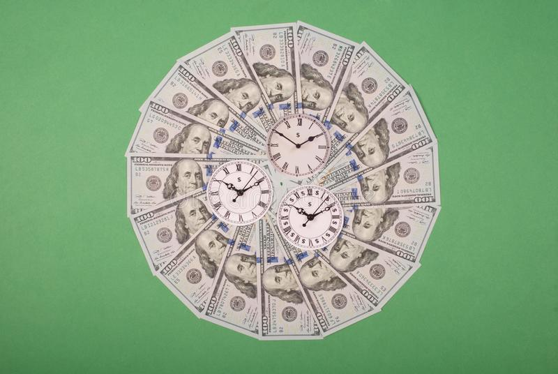 时钟和美元的概念 r r 免版税图库摄影