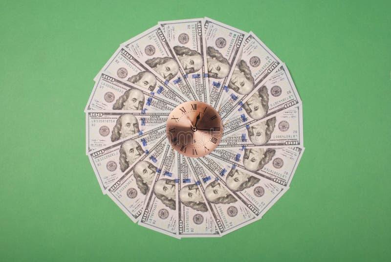 时钟和美元的概念 r r 库存照片