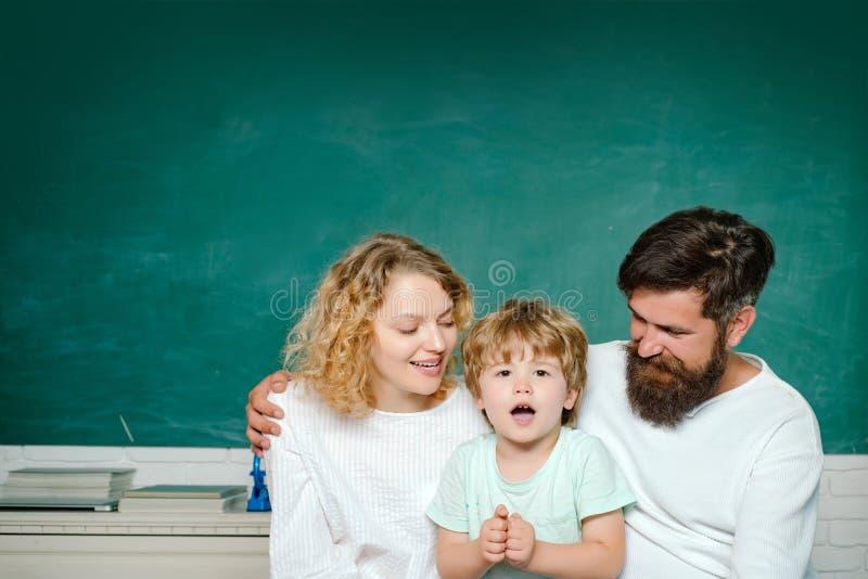 r Aluno do estudo da escola primária dentro Conceito da aprendizagem e da educa??o imagem de stock royalty free