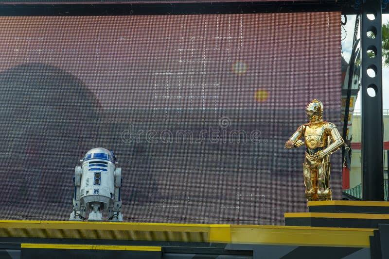 R2D2, C3PO, мир Дисней, Звездные войны, перемещение стоковая фотография rf