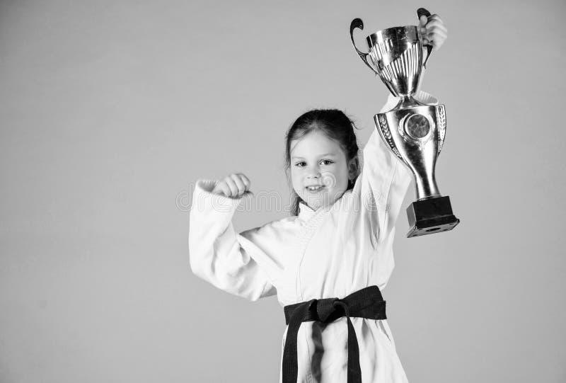 ( r E μικρό κορίτσι νικητών sportswear ΓΠ r στοκ εικόνες