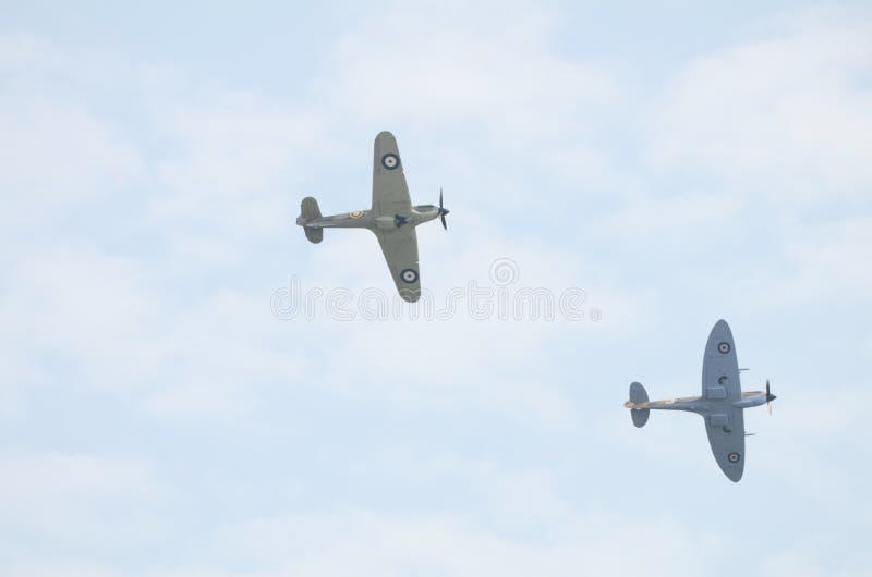 R.A.F. BBMF, Luftschlacht um England-Erinnerungsflug, Luftparade - Hitzkopf und Hurrikan, der Unterseiten zeigt stockfotografie
