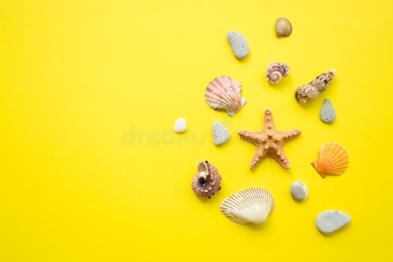 r Idea de la composición de las vacaciones de verano Endecha plana imagen de archivo