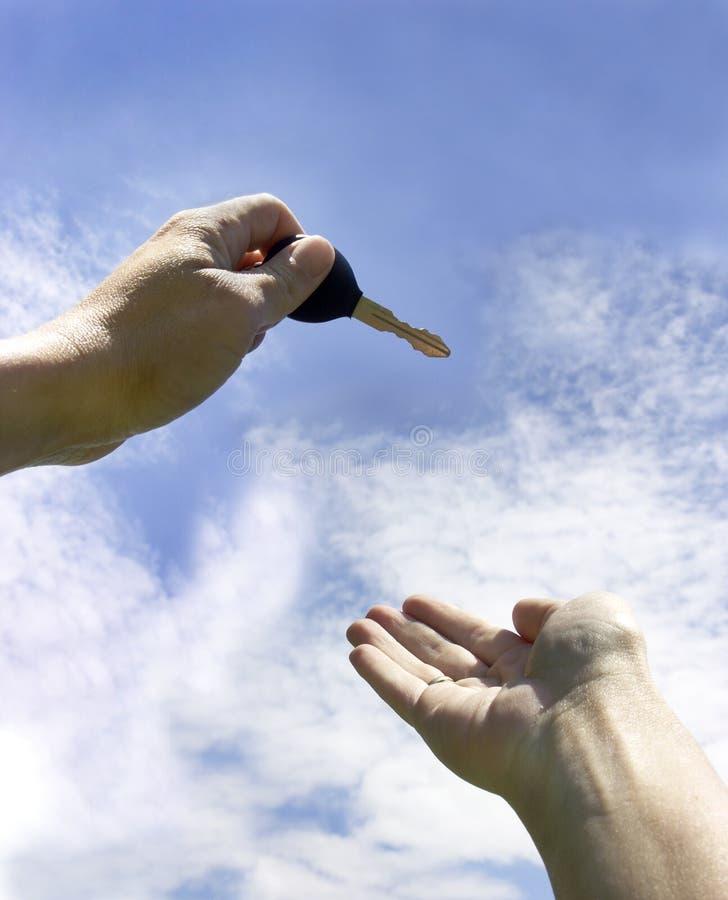 Download Ręka klucze zdjęcie stock. Obraz złożonej z chwyt, ręki - 217950