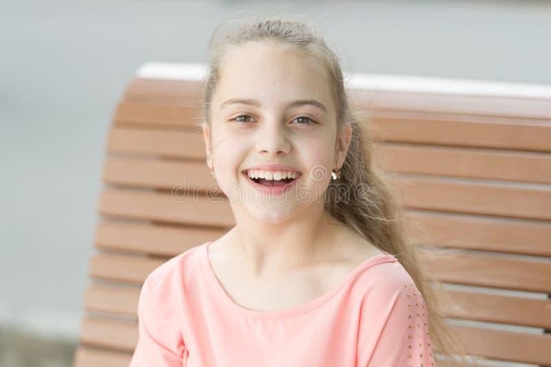 r o Χαμογελάστε το καλύτερο εξάρτημά μου Το χαμόγελο την ταιριάζει r Χαμόγελο όλων στοκ φωτογραφία