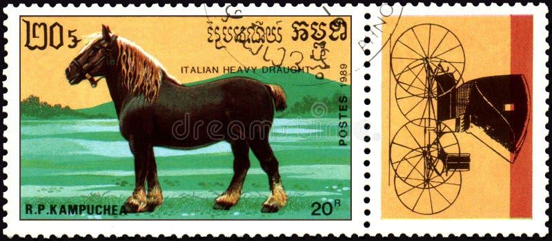 r P 柬埔寨-大约1989年:在R打印的邮票 P 柬埔寨显示意大利重的起草 免版税图库摄影