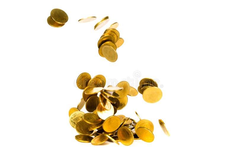 R?relse av det fallande guld- myntet, flygmyntet, regnpengar som isoleras p? vit bakgrund, aff?ren och finansiell rikedom och att royaltyfria foton