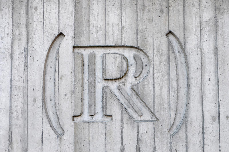 R Sign On Wooden Surface Free Public Domain Cc0 Image