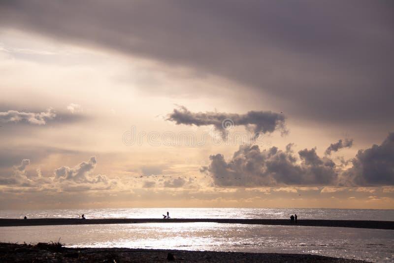 r Sochi Adler Μαύρη Θάλασσα και Mzymta, ψαράδες στοκ εικόνες με δικαίωμα ελεύθερης χρήσης