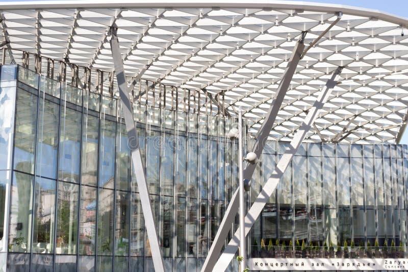 R?ssia, Moscou: Ajardinando o parque Zaryadye Sala de concertos imagem de stock