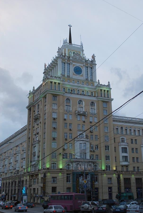 R?ssia moscow Hotel do Pequim na rua de Bolshaya Sadovaya noite fotos de stock royalty free