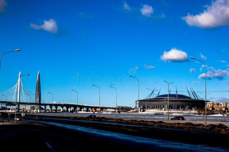 R?ssia, St Petersburg, em fevereiro de 2019: Ideia do est?dio da arena de Zenit, dia ensolarado, manh?, vista do WHSD - ocidental imagem de stock royalty free