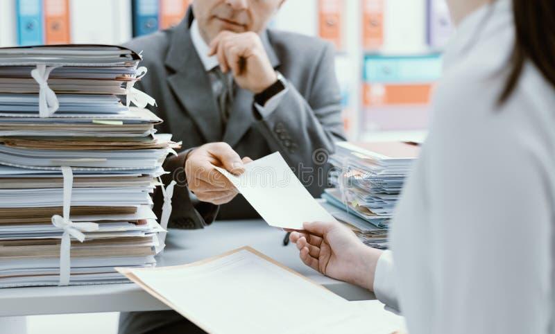 R?union d'affaires dans le bureau photos libres de droits