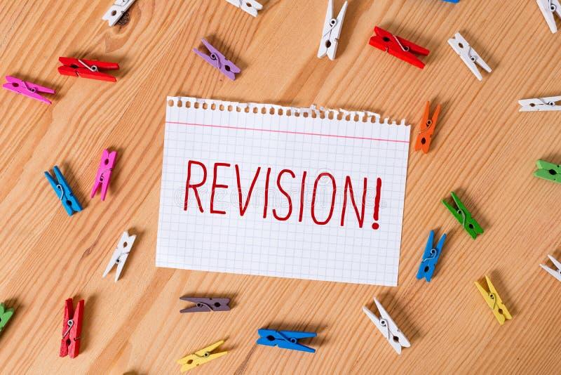 R?vision des textes d'?criture de Word Concept d'affaires pour l'action de la révision au-dessus de quelqu'un comme auditer ou re photographie stock