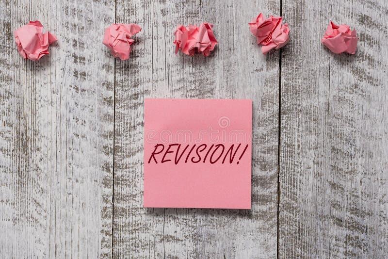 R?vision des textes d'?criture de Word Concept d'affaires pour l'action de la révision au-dessus de quelqu'un comme l'ensemble ép photographie stock