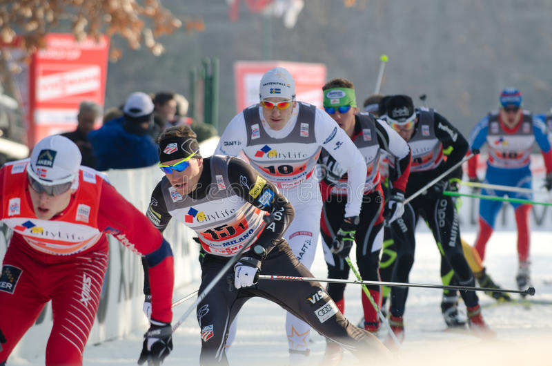 Raça de esqui através dos campos fotos de stock