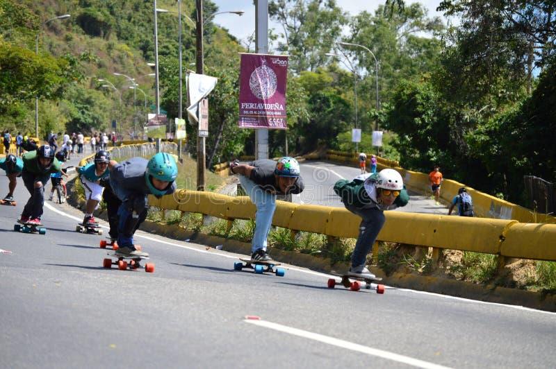 Raça dos skateres foto de stock