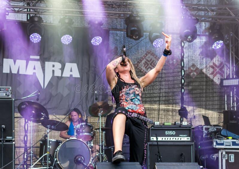 Ra letton de  de la bande métallique MÄ exécutant au festival d'air ouvert de Metalshow photo stock