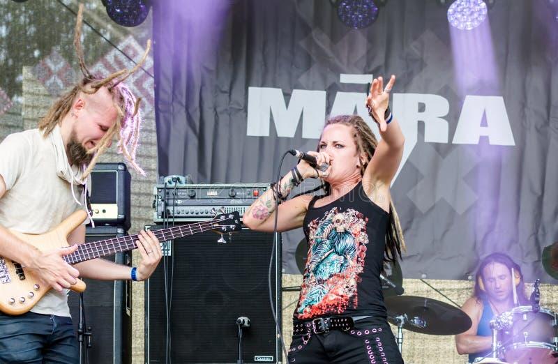 Ra lettone del  del nastro metallico MÄ che esegue al festival dell'aria aperta di Metalshow fotografie stock