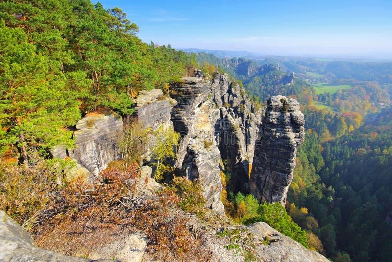 Raaber chiamato Kessel nelle montagne dell'arenaria di Elba immagini stock