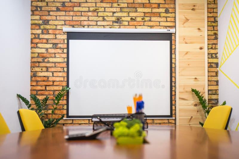 Raad voor presentatie in een vergaderzaal royalty-vrije stock afbeelding