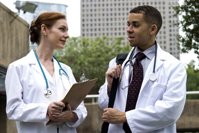 Raadplegende Artsen stock foto's