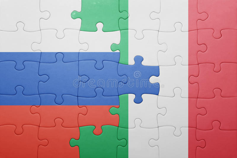 Raadsel met de nationale vlag van Italië en Rusland stock fotografie