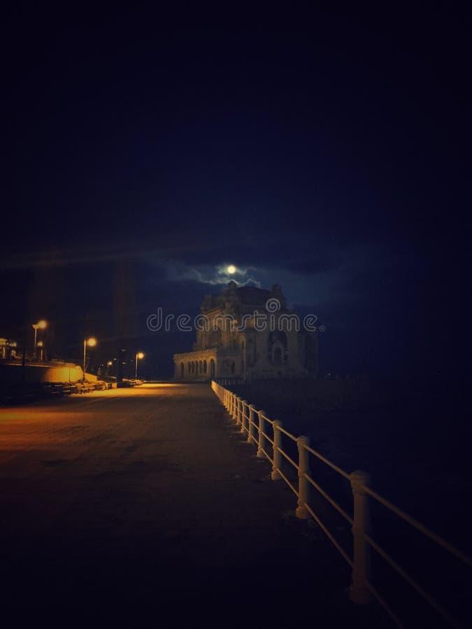 Raadselachtig Casino bij de kust van de Zwarte Zee stock foto