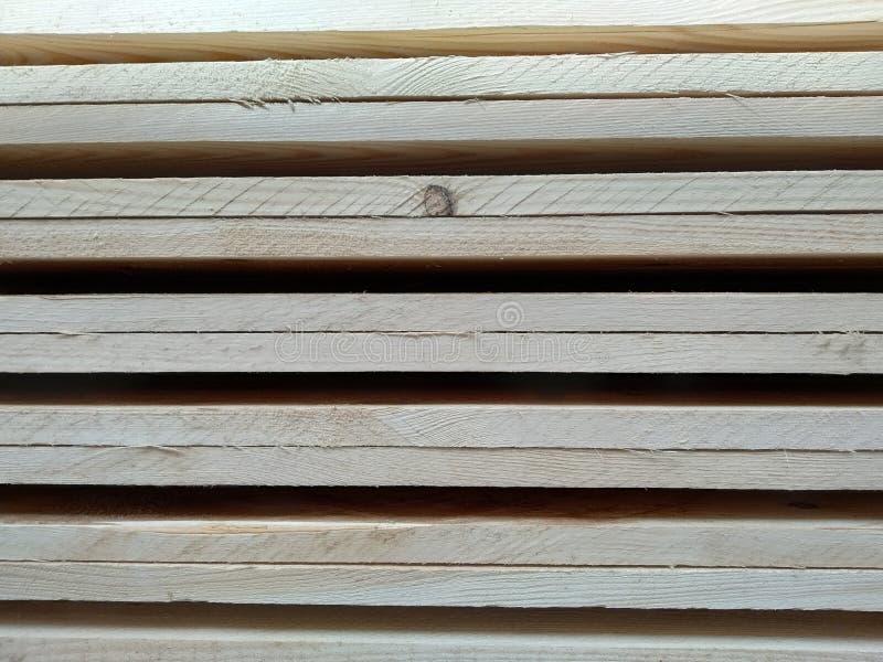 Raadspijnboom in pallets royalty-vrije stock foto's