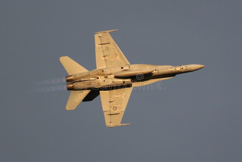 RAAF Super szerszeń lata nad Canberra F-18 obraz stock