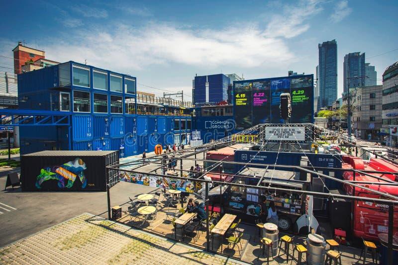 Raakvlak - het winkelen en het dineren gebied in Seoel van containers wordt gemaakt die stock foto