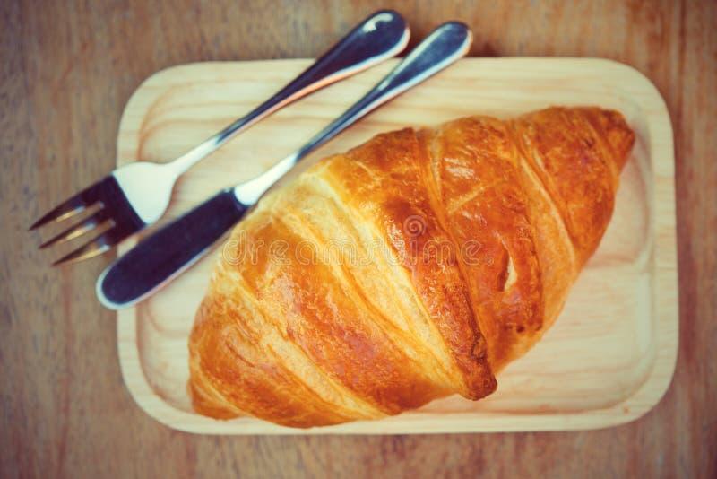 A rabanada do croissant é um lugar popular para comer europeus imagens de stock royalty free
