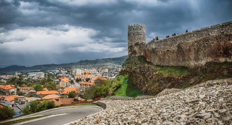 Rabath-fortres in Akhaltsikhe, Georgia Die äußere Seite des Lomisa-Schloss- oder Rabati-Schlosskomplexes Drastische Ansicht von lizenzfreie stockfotos