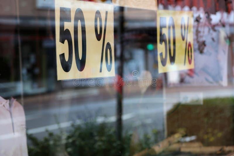 Rabatte auf dem Verkauf von Waren stockfotos