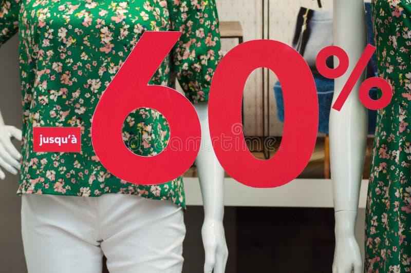 Rabattzeichen - 60% auf Speicher des Fensters in Mode stockfoto