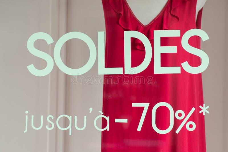 Rabattzeichen - SOLDES-jusqu ein 70% - auf französisch, der Traduction von lizenzfreies stockbild