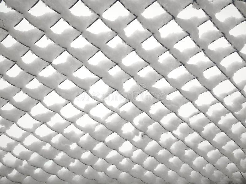 Rabitz Metalliskt gammalt ingrepp som täckas med snö arkivfoton