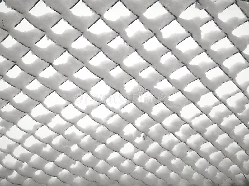 Rabitz Vecchia maglia metallica coperta di neve fotografie stock
