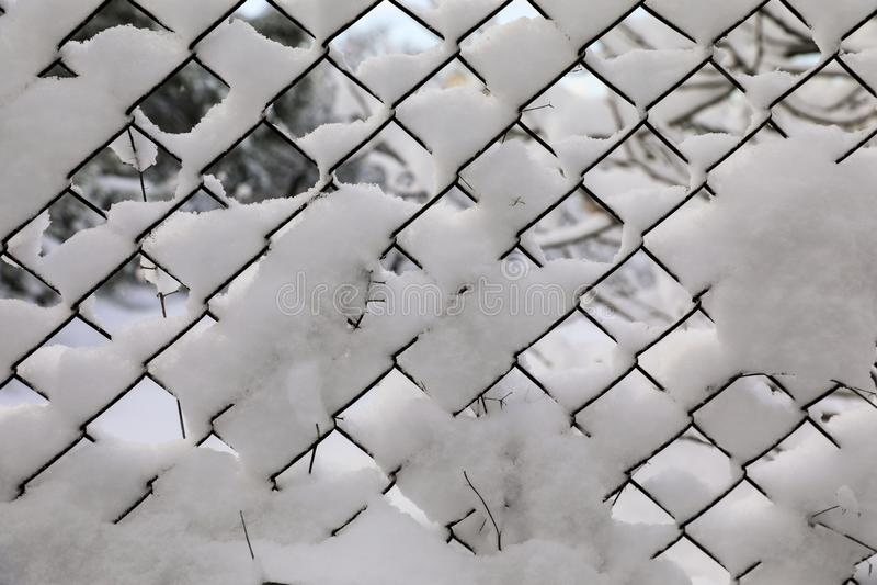 Rabitz Vecchia maglia metallica coperta di neve fotografia stock libera da diritti