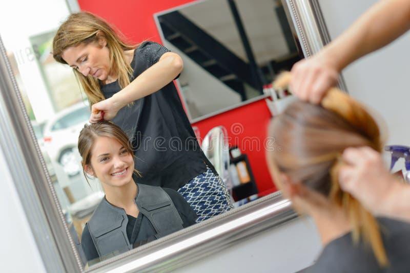 Raboteuse de cheveux dur au travail photos libres de droits