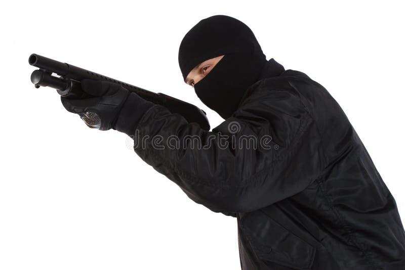 Rabuś w czerni masce z flintą fotografia stock