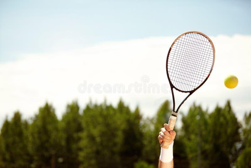 Racchetta di tennis in aria immagine stock libera da diritti