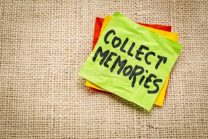 Raccolga le memorie su una nota appiccicosa fotografia stock