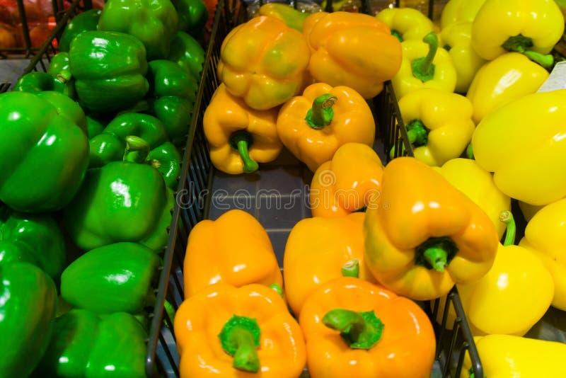 Raccolta dei peperoni dolci variopinti fotografia stock libera da diritti