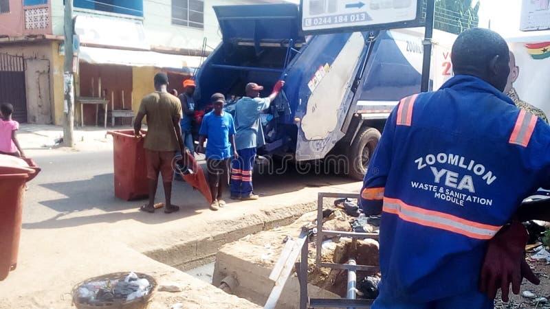 Raccolta dei rifiuti di ZOOMLION GHANA a Tema immagine stock libera da diritti