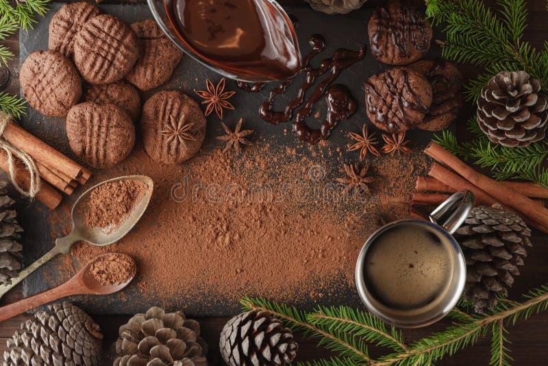 Raccolta delle spezie per pasticceria sulla tavola dell'ardesia fotografia stock