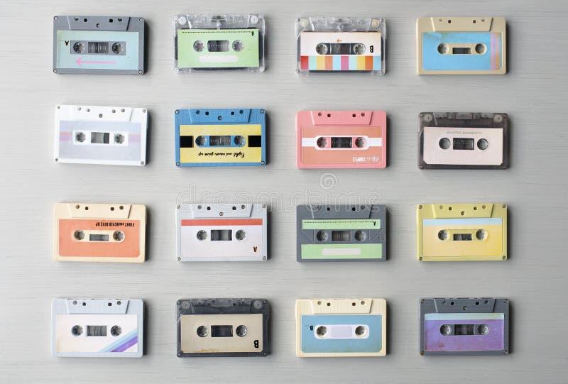 Raccolta di audio nastro a cassetta di retro musica 80s fotografie stock