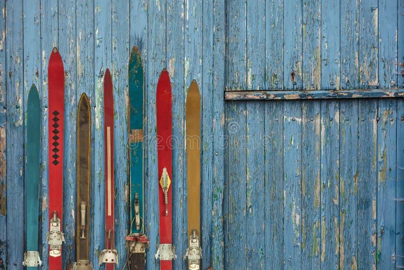 Raccolta di ski& stagionato di legno d'annata x27; s fotografie stock libere da diritti