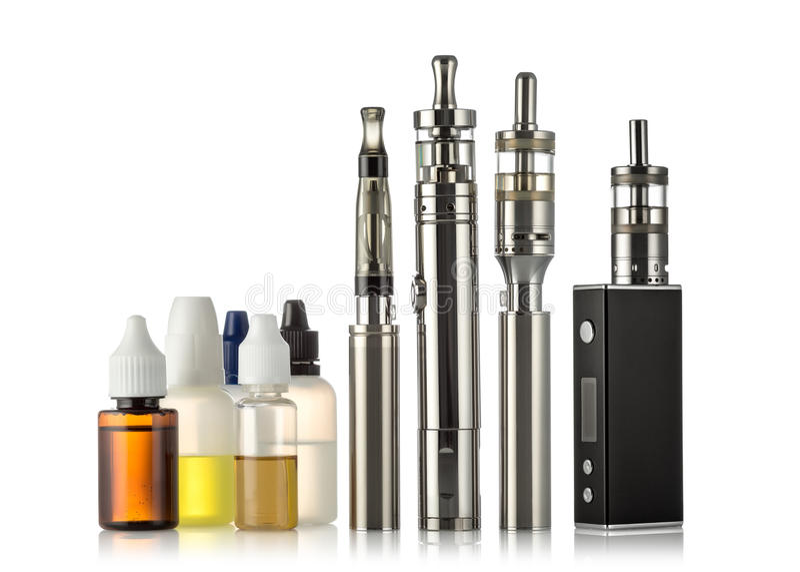 Raccolta elettronica delle sigarette isolata su bianco immagini stock libere da diritti