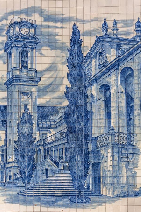 Raccolta tradizionale del pannello delle mattonelle, dipinta con i monumenti famosi, nella regione della città di Coimbra, sulla  immagine stock